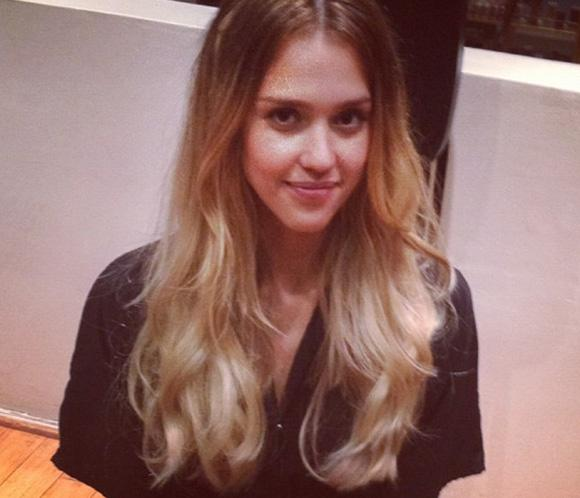Jessica Alba, la &uacute;ltima en apuntarse a la moda de las mechas californianas