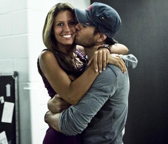 Enrique Iglesias nos regala su imagen m&aacute;s bonita con su hermana Ana Boyer