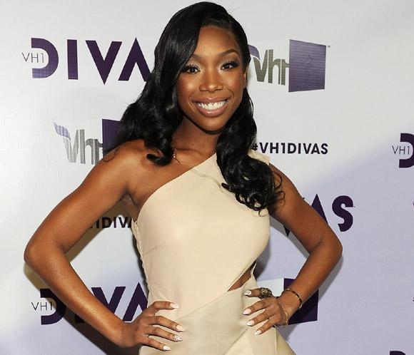 La cantante Brandy se ha comprometido